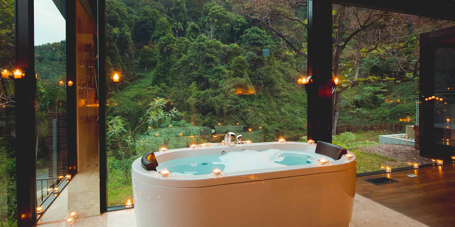 The Luxury Mountain View Lodges have double spa baths or marble baths with stunning floor-to-ceiling rainforest views